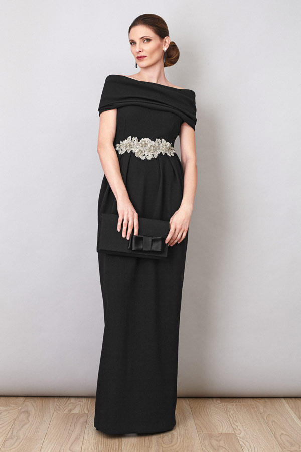 Vestido negro con fajin